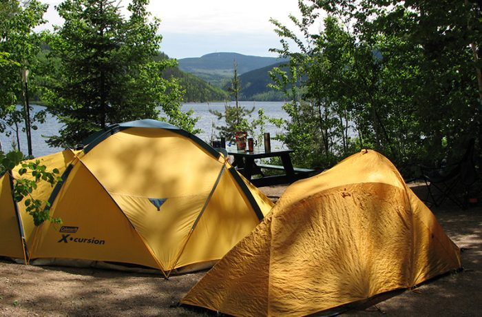 Tente sur terrain de camping 1
